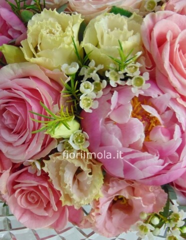 Bouquet di rose e peonie